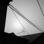 ウエダさんちの屋根から傘が…